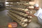 Ciasto chlebowe w formach przed wypiekiem