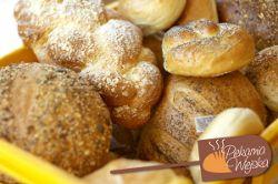 Chałka bułki  chleb razowy